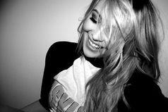 Интересно, улыбаешься ли ты на мои сообщения так, как я улыбаюсь на твои.