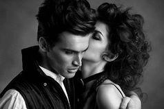 Любовь — это когда разлука сводит тебя с ума, Когда ждешь встречи,  считая мгновенья, И находясь рядом, забываешь обо всем...