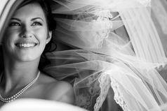 Настоящая женщина должна побывать замужем три раза:  первый - для шока, второй - для шика, третий - для чека.