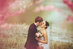Годы шли и она, устав ждать предложения от любимого, вышла замуж за просто знакомого, и случайно стала самой счастливой на свете.