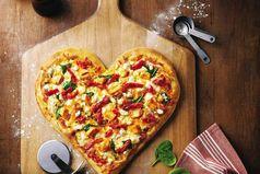 Научился делать пиццу вкуснее, чем у мамы.  Теперь она со мной не разговаривает. Ох уж эти женщины