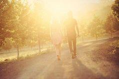 Если два человека счастливы вместе - оставьте их в покое.