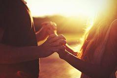 Мне не нужен тот, кто видит во мне только хорошее, мне нужен тот, кто видит во мне и плохое, но при этом все еще хочет быть со мной.