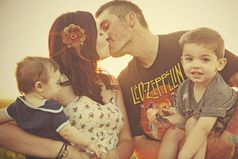 Лучшее, что отец может сделать для своих детей - это любить их мать.