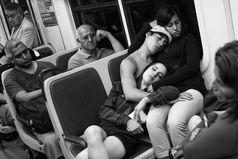 В автобусе, мужчины, если уж вы на меня совсем легли, то хоть не спите!