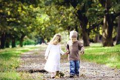 """""""Что такое любовь?"""" - спросили у маленького мальчика. """"Вчера я отдал конфету девочке, она её ела, а мне было сладко""""- ответил он."""