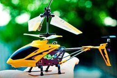 Не важно сколько вашему мужчине лет 5, 25, 35, 45. Подарите ему радиоупровляемый вертолет и он уссытся от счастья!