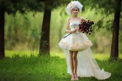 Возьмите меня уже замуж! Срочно! А то все замужние подруги жалуются  какие они несчастные. Одна я счастливая. Прям неудобно как-то.