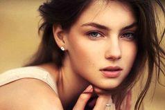 Если девушка позволяет себя обмануть - не значит что она дура, значит ей это выгодно.