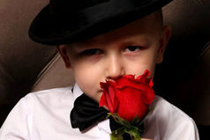 Сын весь вечер то шляпу на голову оденет, то кепку, то в плед замотает. На мой немой вопрос зачем? Он ответил