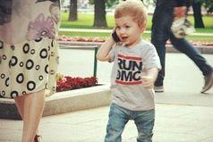 Никто так не украшает женщину, как идущий рядом сынок!