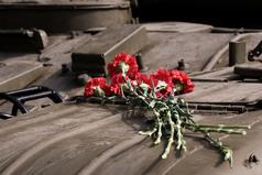 Пусть многие сегодня не в строю, мы помним все, что делалось тогда. И обещаем Родину свою сберечь для дела, мира и труда. С праздником Победы 9 мая!
