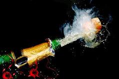 Новый год – это когда все жители страны, захлебываясь потоками шампанского и водки, выпадает в тазики с салатом Оливье.