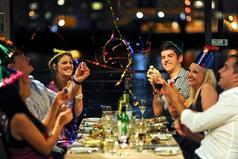 Не люблю я пьяных людей, окружающих меня в новогоднюю ночь… я их обожаю!