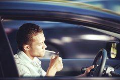 Самые богатые люди — это курильщики, пьяницы и автомобилисты. Сколько не повышай цены, они курят, пьют и ездят.
