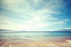 Если хочешь избавиться от большинства проблем, просто езжай на море. Оно и выслушает, и успокоит...
