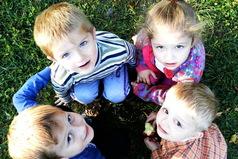 Друзья детства — это тe люди, которые помнят тебя мaленькой в цветных колготках, нe накрашенной и с косичками.