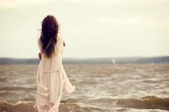 Самая одинокая женщина в мире – это женщина, у которой нет близкой подруги.