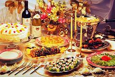 Новый Год - время, когда питаешься салатами, шампанским и надеждами.