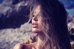 Не надо мне рассказывать... как жить... кого любить... и с кем дружить... что одевать.... какая нынче мода... Поверьте, У МЕНЯ СВОЯ