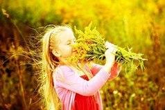 Лучшие вещи в жизни — бесплатны: объятия, улыбки, друзья, поцелуи, семья, сон, любовь, смех и хорошее настроение!