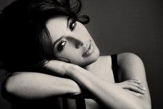 Идеальная женщина — это довольная жизнью женщина. У довольной женщины прекрасный характер, манящая улыбка, нежный взгляд, бархатный голос и сексуальность — через край… И бесконечная любовь к мужчине, рядом с которым она стала такой… Идеальной…