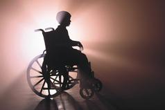 СИЛА - это когда инвалид на коляске улыбается в глаза тем, кто презирает его и ненавидит...