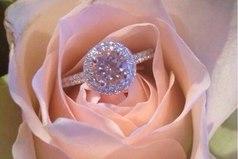 Один много говорил, второй много писал. А третий надел кольцо на палец и делает ее счастливой каждый день!