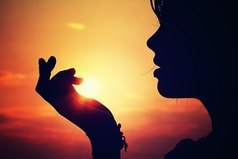 Один из моих минусов - я прощаю людям то, что не прощается, и обижаюсь на самые обычные мелочи.