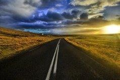 Не смотрите в прошлое – вы там уже были и все видели, идите вперед, там будет интереснее.