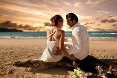Когда выбираешь себе жену, ты должен быть ей не только мужем, но и отцом, матерью и братом, потому что она уходит из семьи, ради того, чтобы быть с тобой и следовать по твоему пути.
