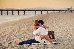 Мне не нужны слова, которые не греют. Мне не нужна любовь, которая слаба.... Мне нужен человек, который всё ж сумеет... Мне доказать, что я действительно нужна!