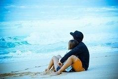 Секунды без любимого человека — часы, часы с любимым человеком — секунды.