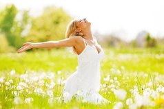 Нельзя откладывать счастье на будущее, нужно быть счастливым сейчас.