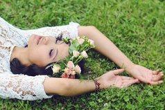 Влюбиться можно в красоту, но полюбить — лишь только душу!