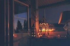 Ночь - самое приятное время суток. Сидишь спокойно. Никто тебя не тревожит. Слушаешь музыку. Наслаждаешься окружающей тебя тишиной. Прекрасно.