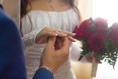 Не зря обручальное кольцо одевают на тот палец, из которого всю жизнь берут кровь.