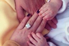 Семья-самое теплое место на земле - объятья мамы.