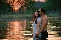 Любовь не живет три года, любовь не живет три дня, любовь живет ровно столько, сколько двое того хотят...