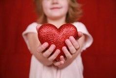Дороже всех титулов — доброе сердце.