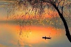 Позволь каждой ошибке научить тебя великому уроку: Каждый закат — это начало очень-очень яркого и большого рассвета…