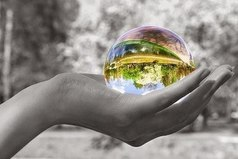 Чтобы в наших руках оказался целый мир, надо всего лишь перестать сжимать кулаки и раскрыть ладони...