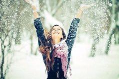 Если женщина ведет себя, как ребенок, значит, она счастлива.