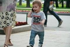 Хочу сына, чтобы отдать его в футбол, стильно одевать, учить поведению с девочками и чтобы он был красивый, как папа.