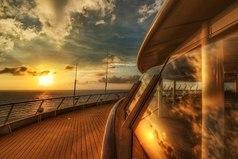 Отношения — они как корабль. Если не выдерживают маленькую бурю, нет смысла плыть в открытое море.