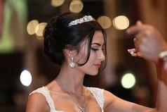 Женщина выходит замуж, чтобы променять внимание всех мужчин на безразличие одного единственного.