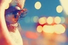 Кареглазые люди - это сама нежность. Любят они всегда искренне, горячо и отличаются верностью тем, кого выбрали.