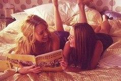 Пускай я подруга не лучшая, зато настоящая. Я не обязательно должна писать или звонить тебе каждый день, но мы то обе знаем, что ближе нас по душе людей нет.