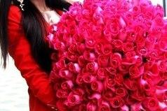 Нет девушек, которые не любят цветов, есть мужчины, которые так считают.
