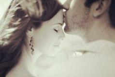 А он в нее — с головою, как в омут. Зацеловал на сердце все ее трещины. Он никогда не отдаст никому другому Свою бесконечно любимую женщину!